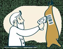 Ein Mitarbeiter von Waldgourmet bringt einen Code auf ein Stück Fleisch auf.